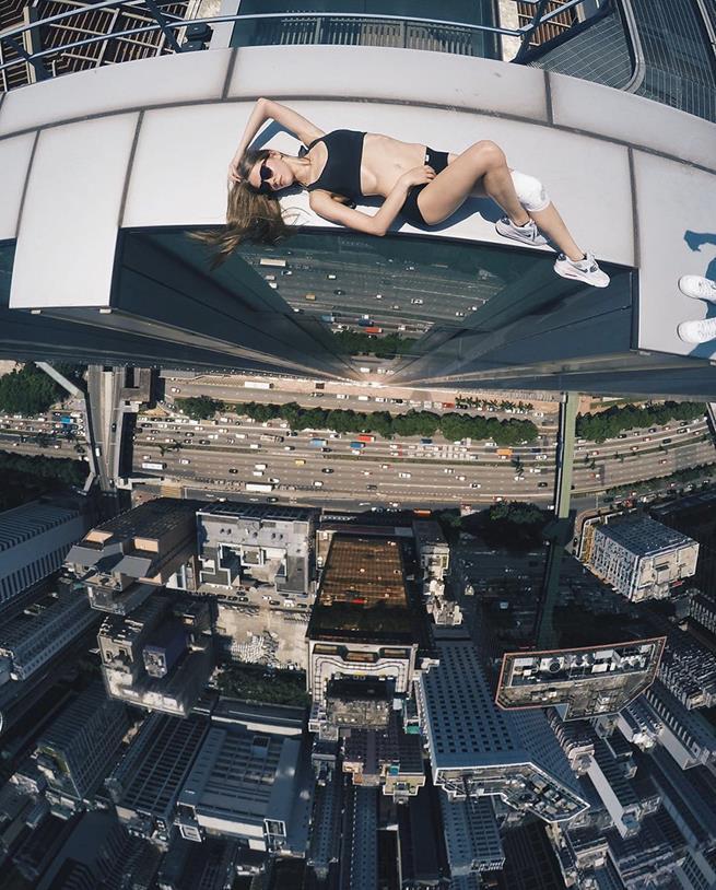 roof-climbing-girl-dangerous-selfies-angela-nikolau-russia-2