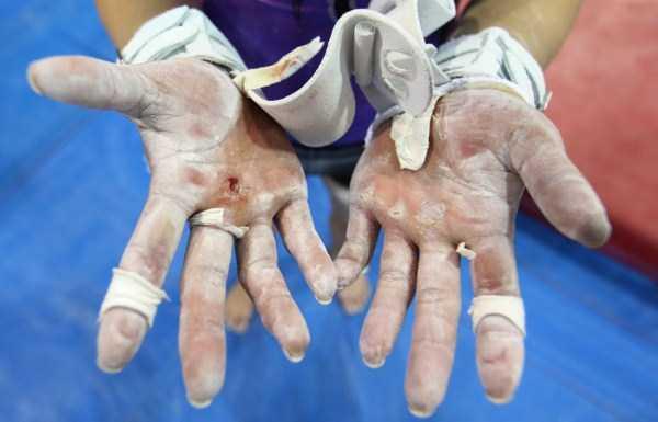 gymnasts-hands-20