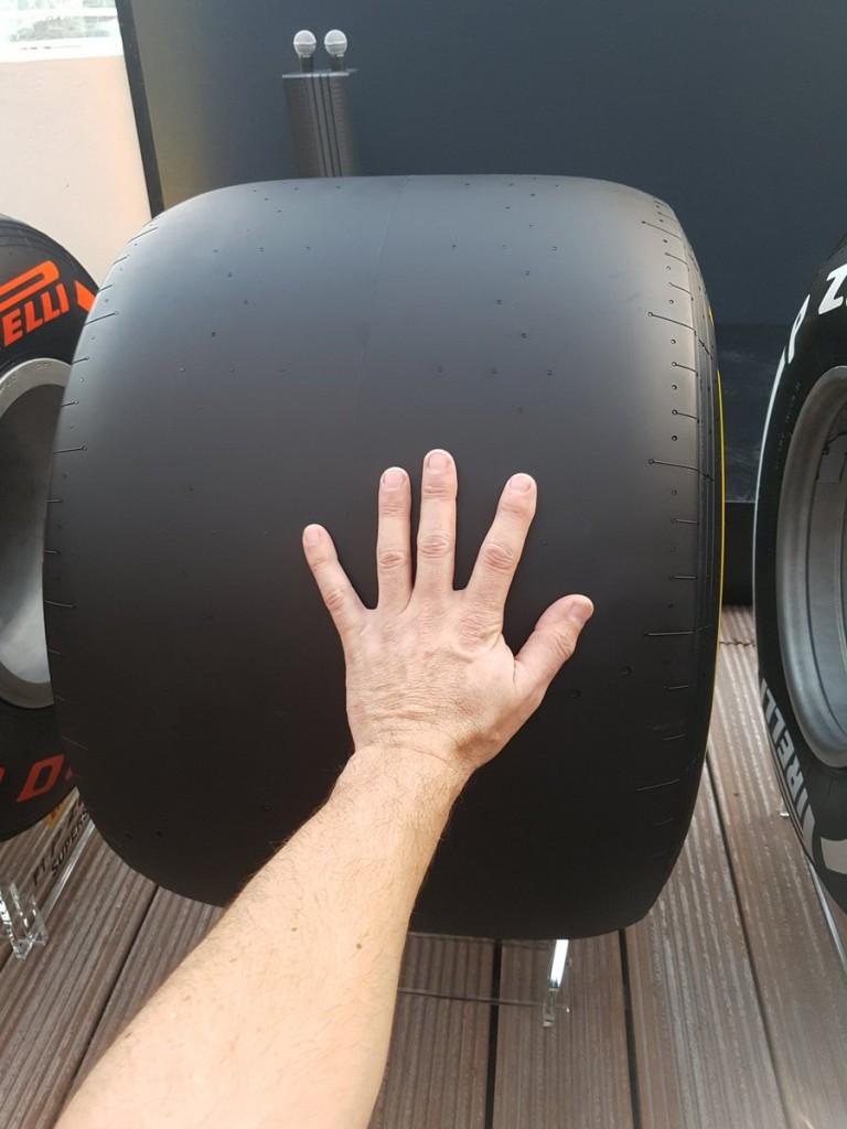 Este é um pneu traseiro macio usado na Formula 1