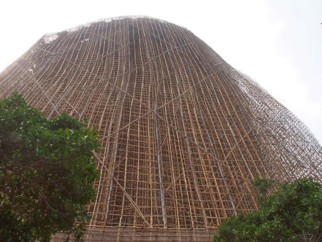 Andaimes completamente feitos de bambu