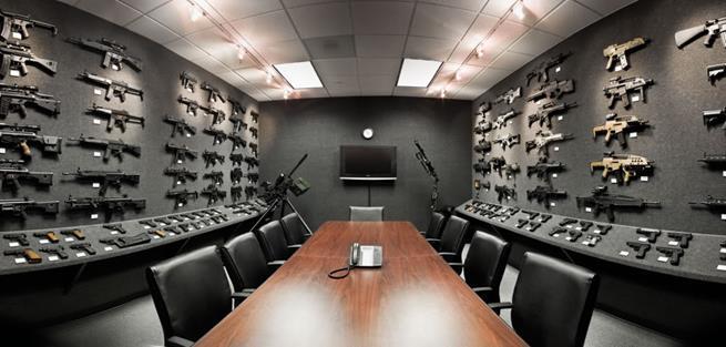 Sala de reuniões da Heckler & Koch, companhia alemã de defesa que produz várias armas