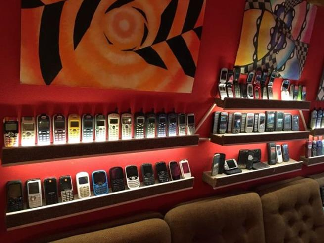 collector_of_mobile_phones_12
