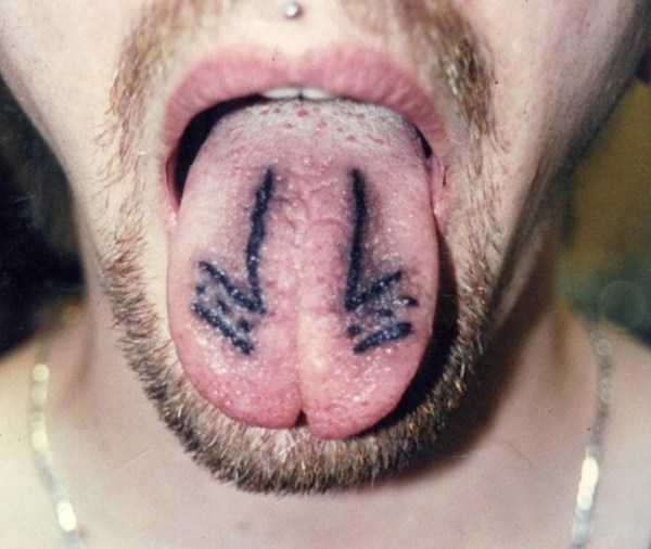 ridiculous-tongue-tattoos-15