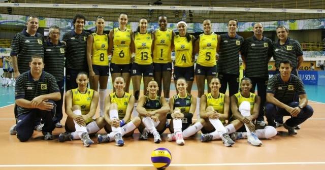 jogadoras-da-selecao-brasileira-posam-antes-de-jogo-diante-do-uruguai-no-pre-olimpico-de-volei-em-sao-carlos-1336606246554_956x500