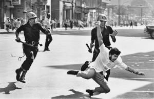 Protesto contra a ditadura no Rio, em 1964: a foto de Evandro Teixeira é uma das imagens mais reproduzidas do período