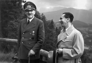 Hitler e Goebbels: para o ministro, o Führer era um enviado de Deus; segundo bioógrafo, a relação deu estabilidade à sua vida
