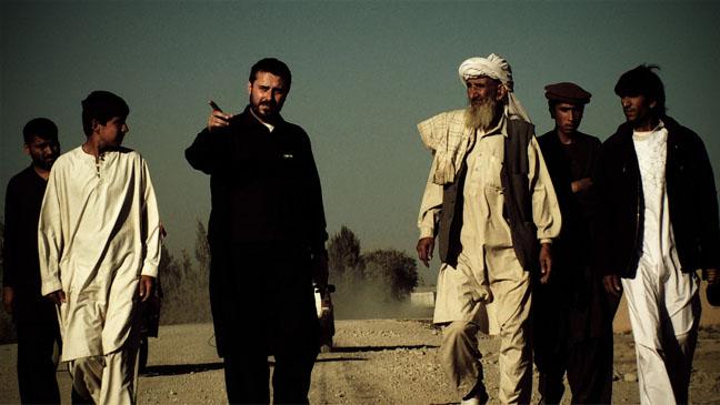 """O jornalista Jeremy Scahill aponta o dedo em cena do documentário """"Dirty Wars"""", no qual segue o rastro do Comando de Operações Especiais Conjuntas, a mais secreta elite do Exército dos EUA"""