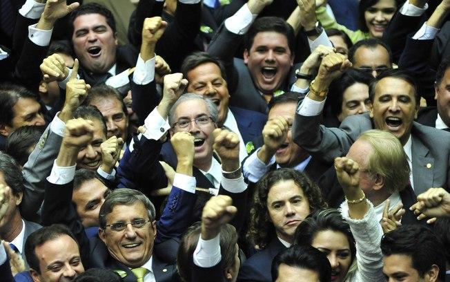 Eduardo Cunha comemora eleição à presidência da Câmara dos Deputados, neste domingo (1º)