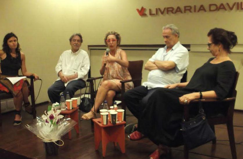 Maria Borba (à esquerda) entrevista Paulo Mendes da Rocha, Raquel Rolnik, Lúcio Gregori e Carmela Gross em evento em São Paulo