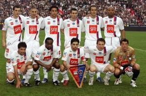 O Lyon da final da Copa da França de 2007-08, com Juninho Pernambucano de capitão, Fred, Benzema e cia. Juni foi o símbolo do heptacampeão, estando presente em todas as conquistas.
