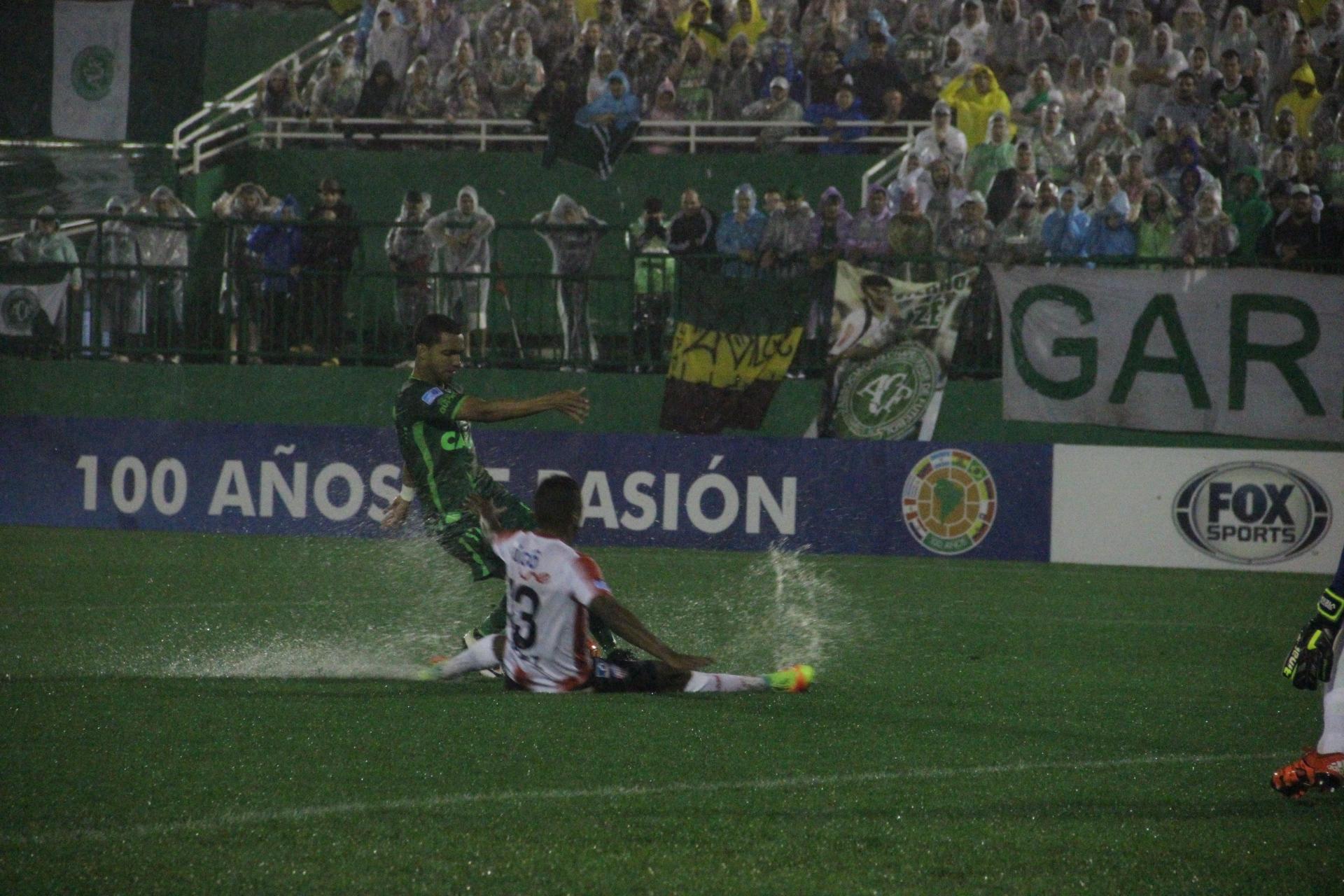 Ontem, a Linguiça Atômica derrotou o Junior Barranquilla, da Colômbia, atuando em seu estádio em Chapecó, a Arena Condá