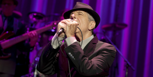 Leonard Cohen em show em 2012 - Mike Lawrie/Getty Images