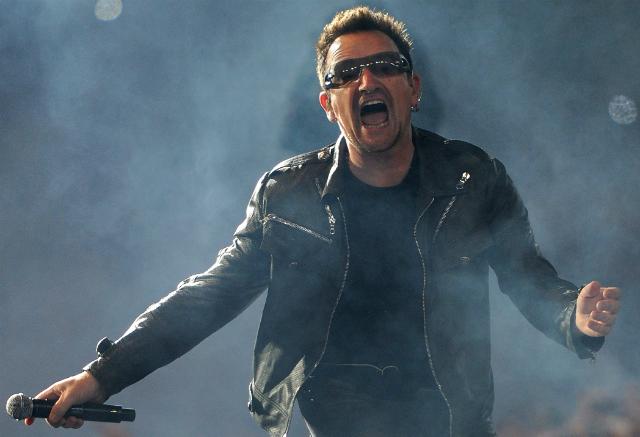 Bono em show do U2 na Espanha em 2010 - Jasper Juinen/Getty Images
