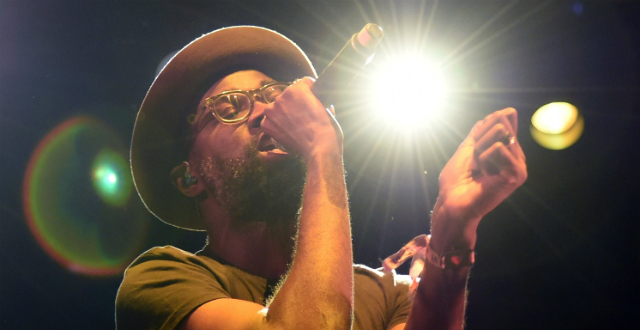 Tunde Adebimpe em show do TV On The Radio - Ethan Miller/Getty Images