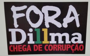 Adesivo contra Dilma, produzido por Paulinho da Força (SDD-SP).
