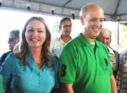 A deputada federal Jaqueline Roriz (PMN-DF) e o ex-governador José Roberto Arruda (PR-DF). Foto: Divulgação