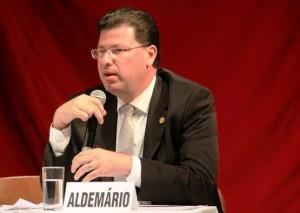 O candidato ao Senado pelo PSOL no Distrito Federal, Aldemário Araújo. (Foto: Divulgação)