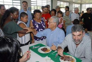 O ex-governador Joaquim Roriz (PRTB-DF) no Restaurante Comunitário de Samambaia, em 2009. (Foto: Sheyla Leal / Divulgação)