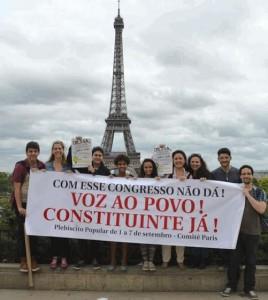 Integrantes do Comitê Paris do Plebiscito Popular pela Reforma Política. (Foto: Divulgação)