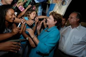 A presidente Dilma Rousseff ao lado do candidato a governador Luiz Fernando Pezão (PMDB-RJ). Foto: Ichiro Guerra / Divulgação