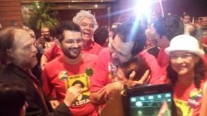 O atual governador Agnelo Queiroz (PT-DF) foi consolado pela militância petista.