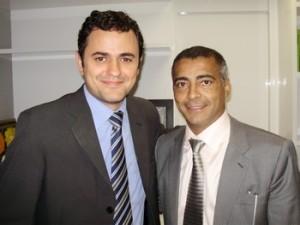 O deputado federal e presidente estadual do PSB no Rio de Janeiro, Glauber Braga, e o senador Romário. (Foto: Divulgação)