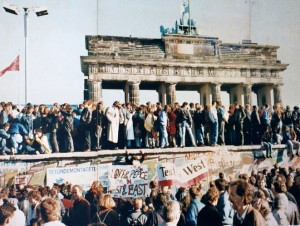 fall-of-the-berlin-wall-wikimedia-public-domain