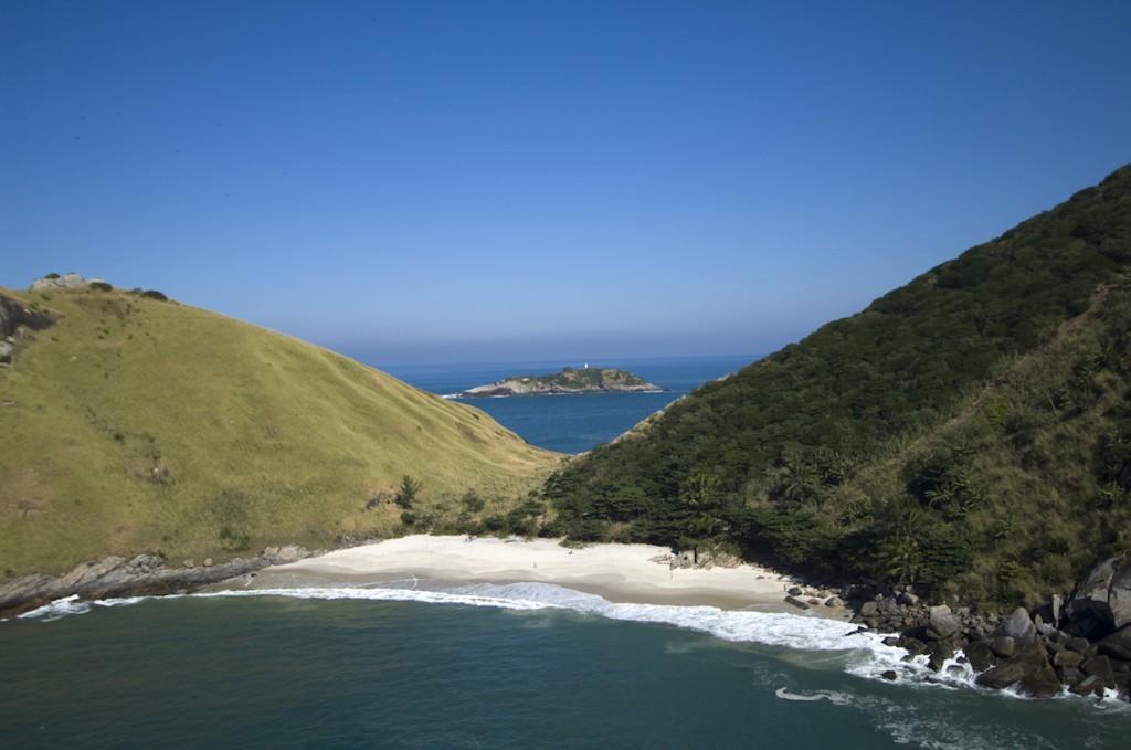 Praia do Perigoso é uma das cinco ainda selvagens na cidade