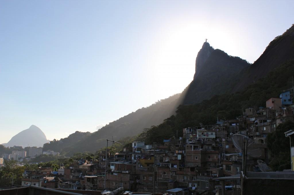 Vista do alto da favela Santa Marta