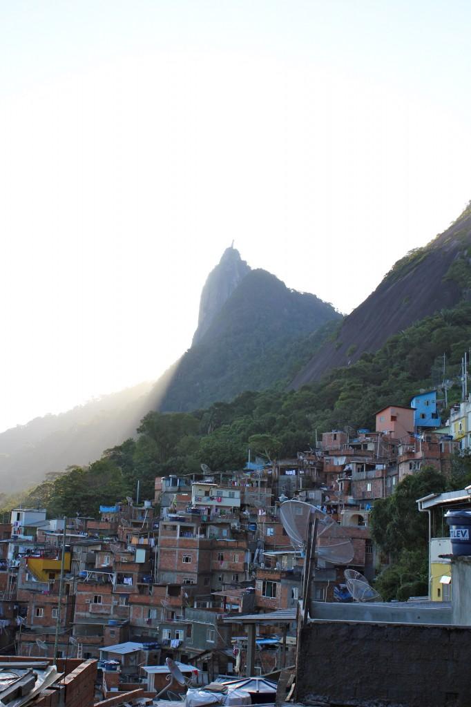 Primeira favela a receber uma UPP, a Santa Marta teve o número de moradores aumentado pela estimativa do governo