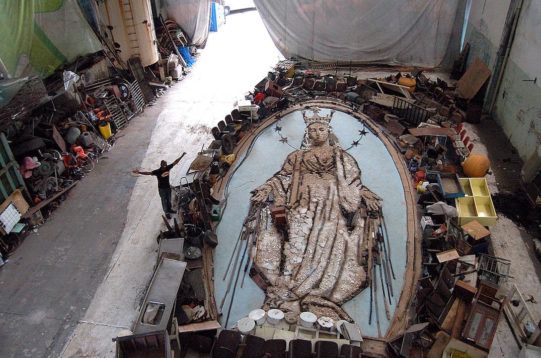 Obra Nossa Senhora das Graças, feita por Vik Muniz (foto divulgação)