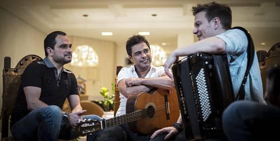 Michel Teló grava o 'Bem Sertanejo' com Zezé Di Camargo e Luciano (Foto: Divulgação)