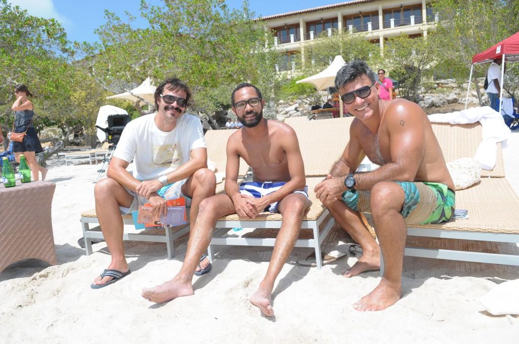 Heitor Martinez, Silvio Guindane e Leonardo Vieira aproveitam o tempo livre na agenda. Crédito: Munir Chatack/Record