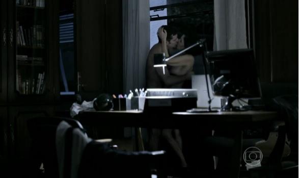 """Daniel e Cássia em cena de """"O Rebu'. Crédito: Reprodução/TV Globo"""