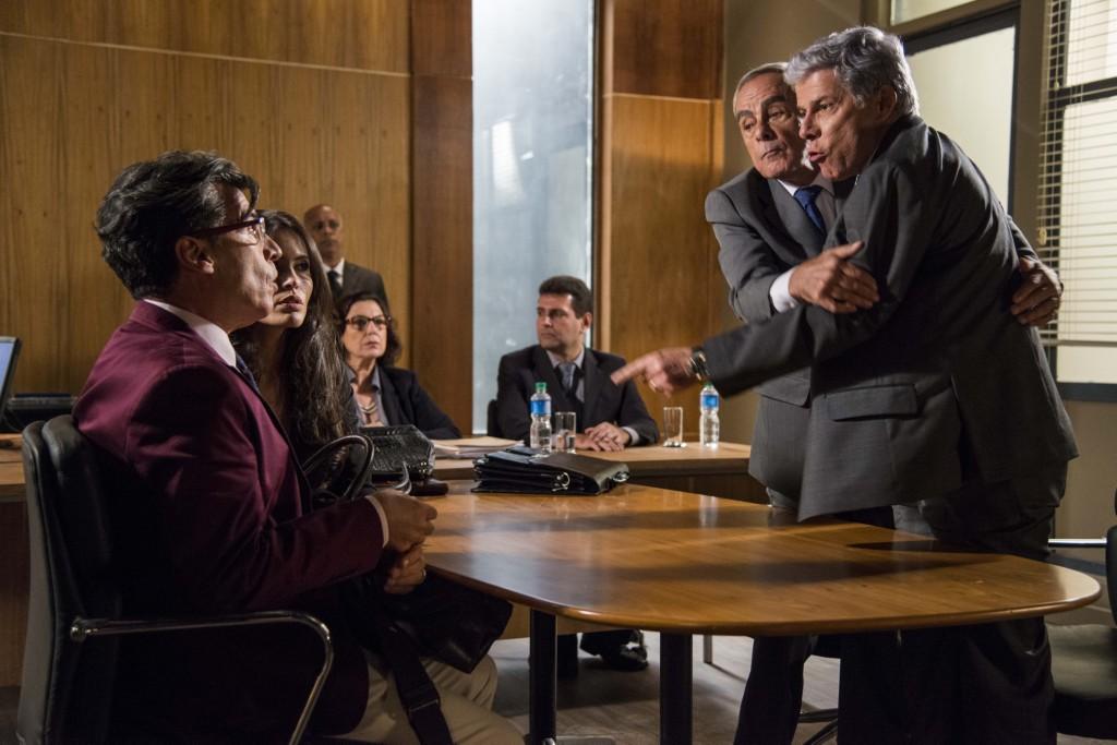 Téo e Claudio se enfrentam. Crédito: Globo/Ellen Soares