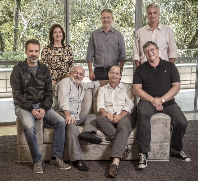 Da esq. para dir.: Ricardo Waddington, Silvio de Abreu, Guel Arraes e Boninho (sentados), e Monica Albuquerque, Carlos Henrique Schroder e Eduardo Figueira