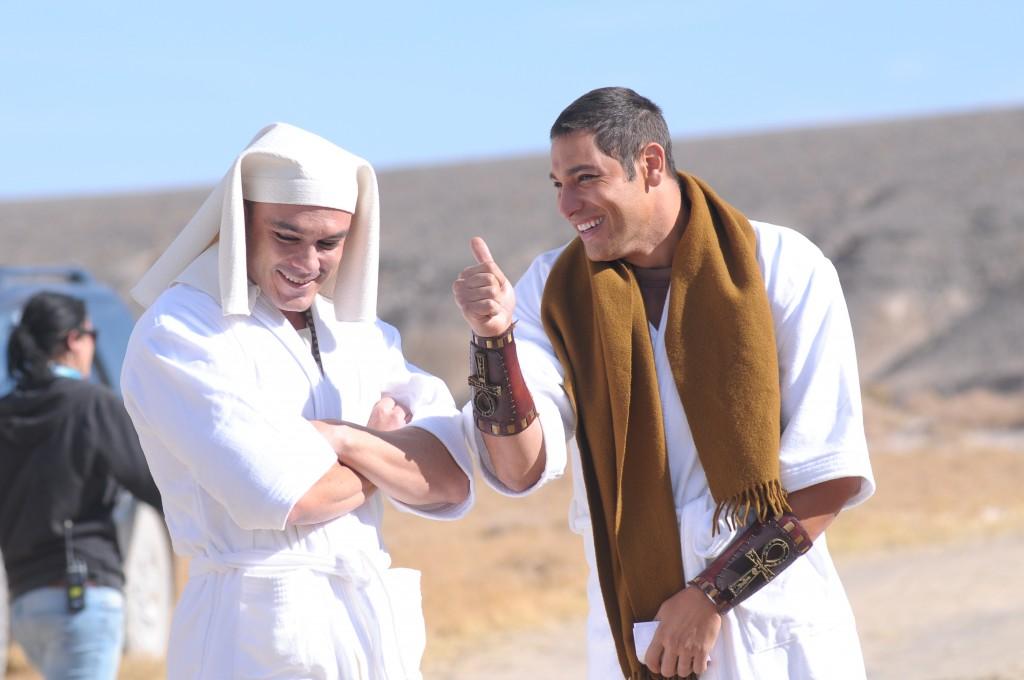 Kiko e Victor se divertem no deserto. Munir Chatack/Record