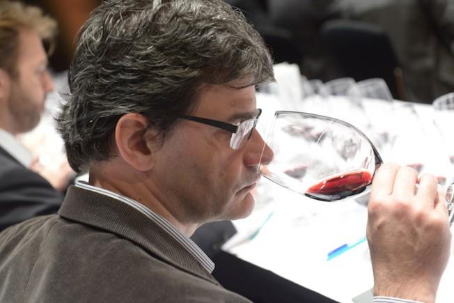 Um colunista de vinho e seu extenuante trabalho de provar 12 supervinhos