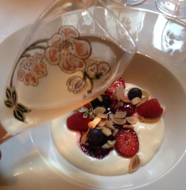 As flores, as frutas, a cremosidade: um representação do Belle Epoque Rosé