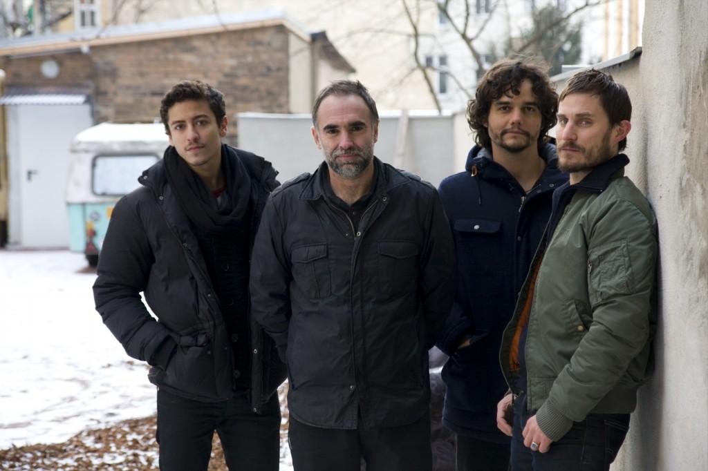 O diretor Karim Aïnouz e os protagonistas de seu filme (Foto: divulgação)