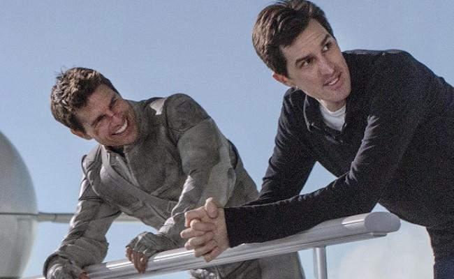 """Cruise e seu diretor em """"Oblivion"""", Joseph Kosinski, no set do filme: exercício de controle"""