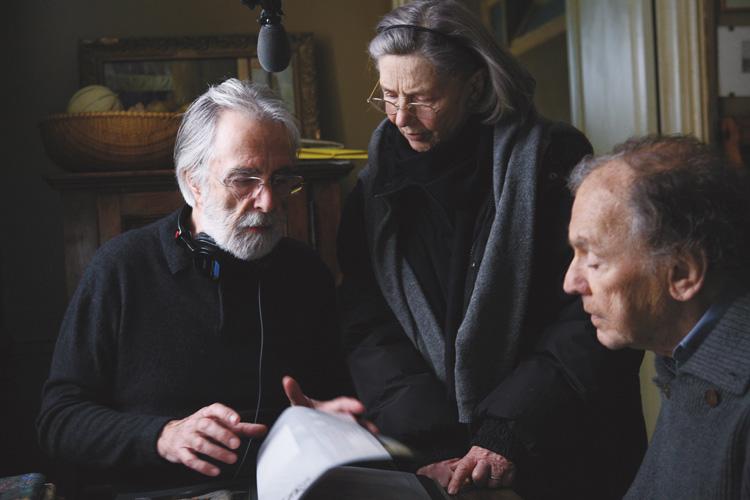 """Michael Haneke orienta seus atores no set de """"Amor"""": cineasta tem seus dois últimos filmes em retrospectiva na Mostra"""