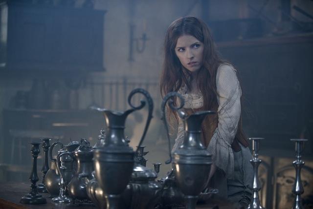 A Cinderela, vivida por Anna Kendrick...