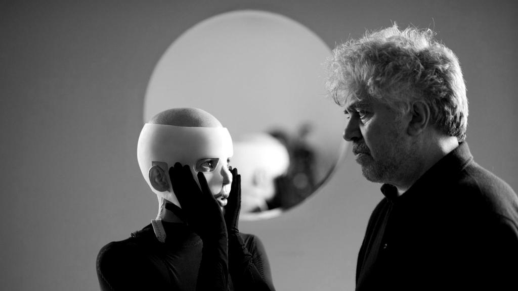 """O cineasta no set de """" A pele que habito"""" ( Foto: divulgação)"""