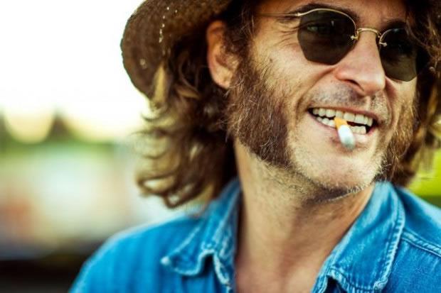 """Joaquin Phoenix em cena de """"Vício inerente""""  (Foto: divulgação)"""