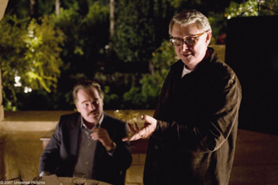 """Partidos em 2014: Nichols orienta Philip Seymour Hoffman no set de """"Jogos do poder"""", seu último filme lançado em 2007"""