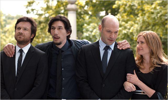 """Adam Sriver, o segundo da esquerda para a direita, em cena de """"Sete Dias sem fim"""" (Foto: divulgação)"""