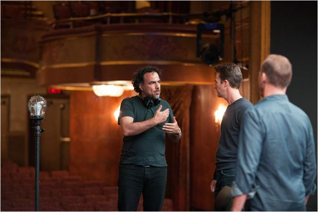 """Alejandro González Iñárritu e Edward Norton no set de """"Birdman"""": líder de indicações"""