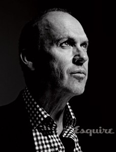 Michael Keaton em foto para a Esquire (Reprodução)