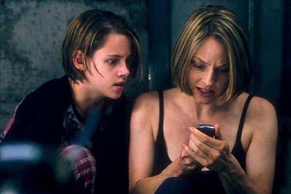 """Kristen, aos 12 anos, ao lado de Jodie Foster em """"O quarto do pânico""""  (Foto: divulgação)"""
